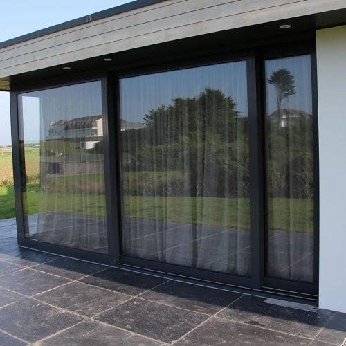 Black aluminium patio dor